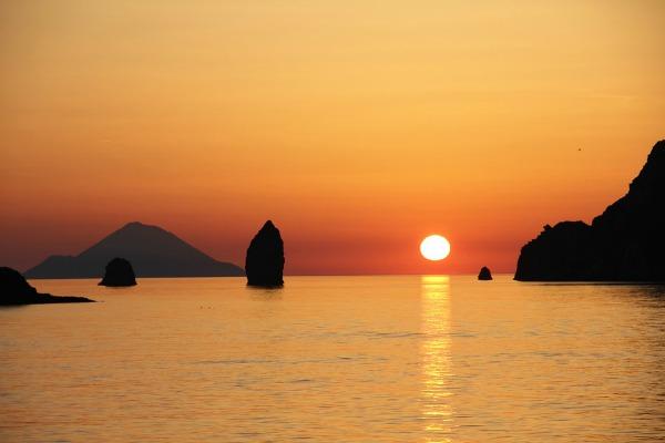 Crociera alle Isole Eolie in barca a vela